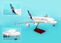 Airbus A380-800 W/Wood Stand & Gear (1:100)