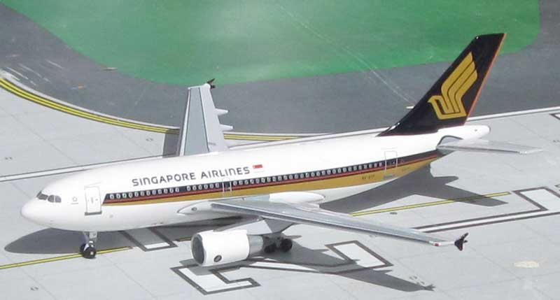 Singapore Airlines A310-222 9V-STF 1990's Colors (1:400)