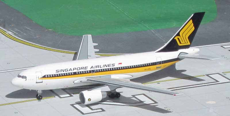Singapore Airlines A310-222 9V-STK 1980's Colors (1:400)
