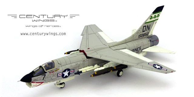 F-8E VMF(AW)-333 Fighting Shamrocks DN7 1967 (1:72) - CW601482