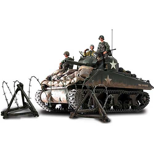Sherman Tank Normandy 1944 with 3 Figures and Accessorries (1:16)