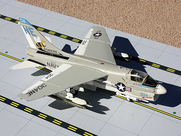 "A-7E Corsair II US Navy ""Stingers"" 304NE (1:72)"