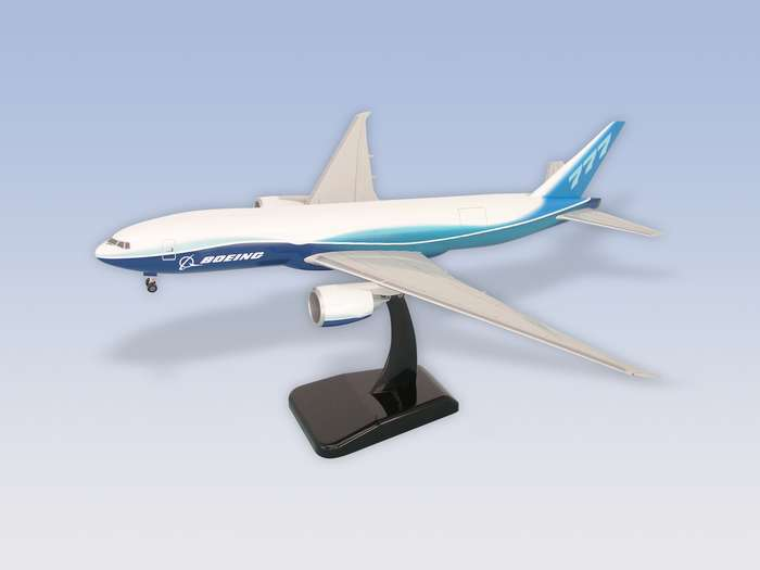 "Boeing 777-200F (1:200) W/GEAR New Livery ""Dreamliner"""