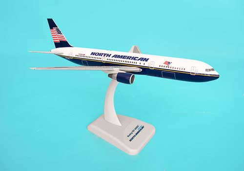 North American 767-300ER (1:200) W/Gear