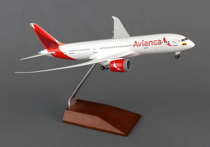 Avianca 787-8 With Wood Stand (1:200)