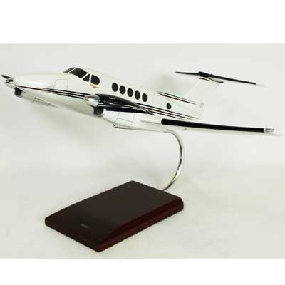 B200 Super King Air  (1:32)