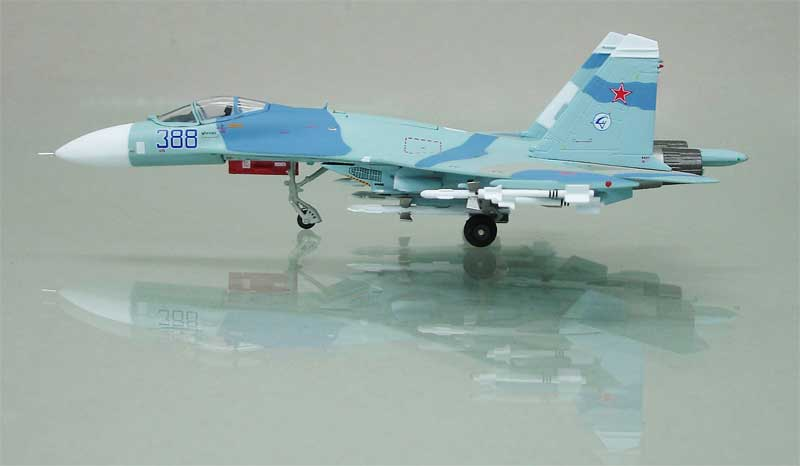 "SU-27 Flanker Russian Air Firu ""388 Blue"" (1:144)"