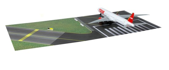 TAM 777-300ER with Runway Section (1:400)