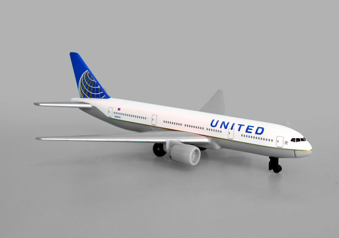 "United Airlines B777, New Colors (5"")"