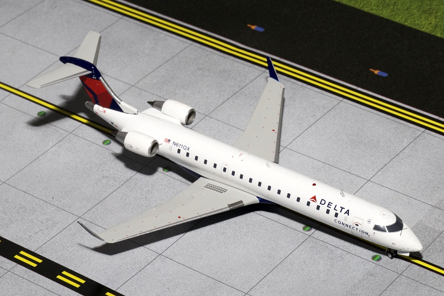 Delta Connection CRJ-700 N611QX (1:200) - Preorder item, order now for future delivery