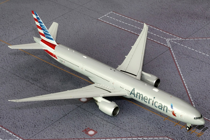 American 777-300ER New Colors N718AN (1:200)