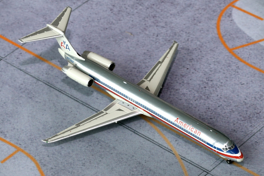 "American MD-80 N574AA ""Polished"" (1:400)"