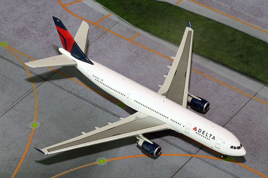 Delta A330-200 N858NW (1:400)
