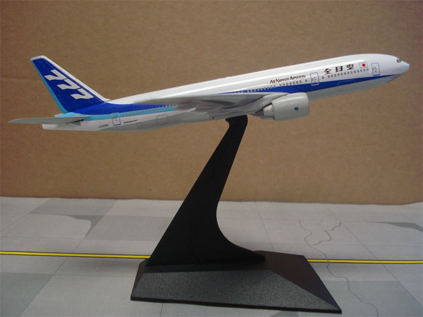 ANA 777-200 1990s Colors 777 Tail JA8198 (1:400)