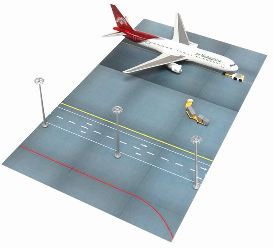 Air Madagascar 767-300 with Lamppost and Support Vehicles - Airport Terminal Set F (1:400)