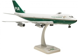 PIA Pakistan 747-200 (1:200) Old Livery AP-BAT by Hogan Wings Collectible Airliner Models item number: HG0113G