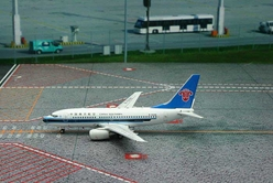 China Southern B737-700 B-5235 (1:400), Phoenix 1:400 Scale Diecast Aircraft, Item Number PH4CSN1323