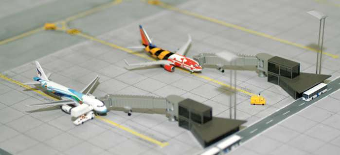 Apron Boarding Station (1:500), Herpa 1:500 Scale Diecast Airliners Item Number HE520553