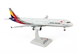 Asiana A321 (1:200) with Gear HL7711, Hogan Wings Collectible Airliner Models Item Number HG0588G