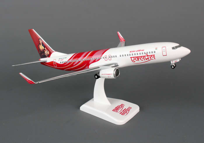 Air India Express 737-800W (1:200) With Gear, Registration: VT-AXP, Hogan Wings Collectible Airliner Models Item Number HG0991G