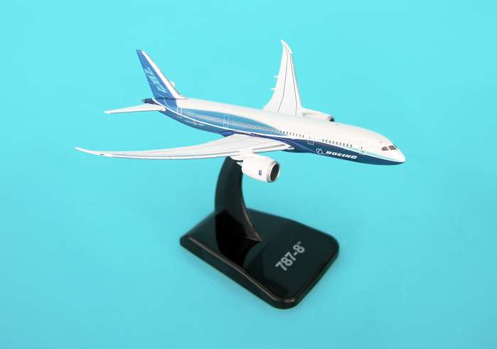 Boeing House 787-8 (1:500) With Stand No Gear, Hogan Wings Collectible Airliner Models Item Number HG8492