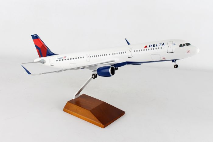 Delta A321 (1:100) Wood stand and Gear by Skymarks Supreme Desktop Aircraft Models item number: SKR8407