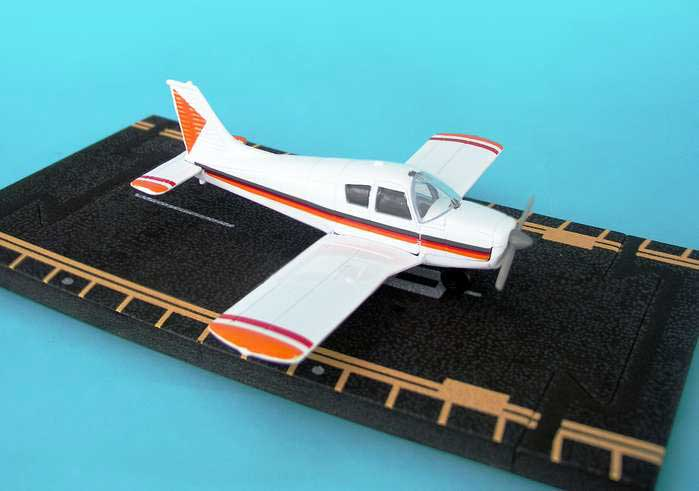 "Piper Cherokee (Approx. 5""), Hot Wings Toy Airplanes Item Number HW13111"