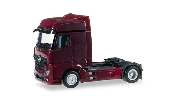 Mercedes-Benz Actros Bigspace in Wine Red (1:87), Herpa HO Scale Models, Item Number HE159500