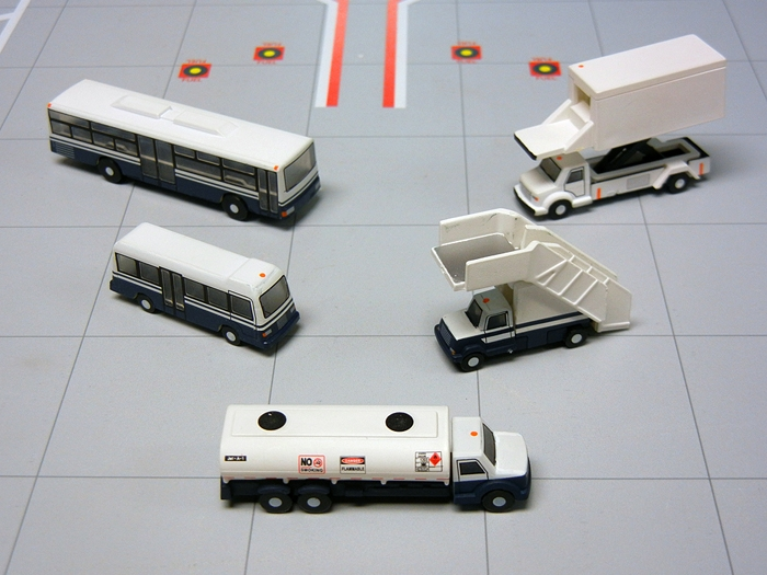 Airport Service Vehicles (1:200), GeminiJets 200 Diecast Airliners Item Number G2APS450