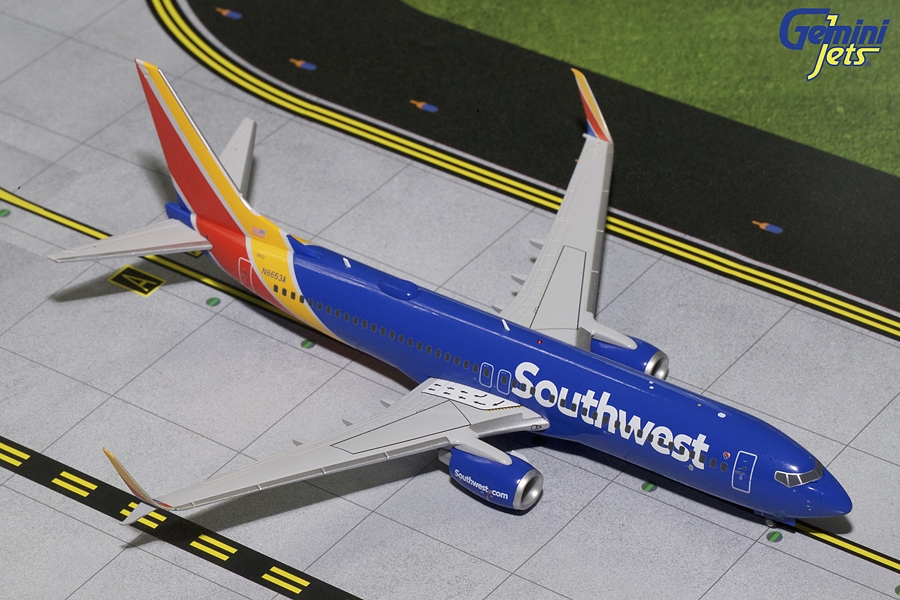 Southwest Airlines B737-800S with Scimitar N8653A (1:200)