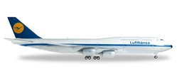 "Lufthansa 747-8 D-ABYT ""Koln"" (1:200) Retro Livery, Herpa 1:200 Scale Diecast Airliners Item Number HE557221"