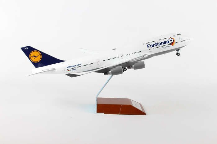 "Lufthansa 747-400 ""Fanhansa"" With Wood Stand D-ABVK (1:200), Herpa 1:200 Scale Diecast Airliners Item Number HE557313"
