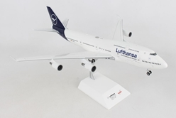 "Lufthansa -  Boeing 747-400 new 2018 colors D-ABVM ""Kiel"" (1:200), Herpa 1:200 Scale Diecast Airliners, Item Number HE559485"