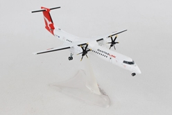 QantasLink Bombardier Q400 - new colors? (1:200), Herpa 1:200 Scale Diecast Airliners, Item Number HE559546