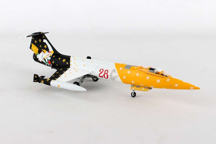 "RF-104G Starfighter. Italian Air Force 28 Grupo 3 Stormo ""Strega"" (1:72), Herpa 1:72 Item Number HE580205"